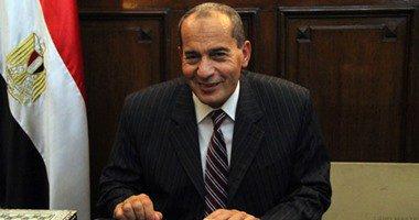 وزير الزراعة يدلى بصوته بمدرسة الكواكب بمصر الجديدة