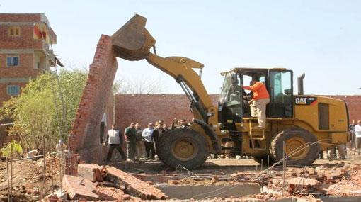إزالة 44 حالة تعدى على الأرض الزراعية وأملاك الدولة بمركز بني مزار بالمنيا