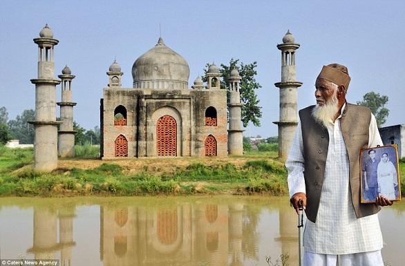 الهند: ثمانيني يبني نموذجاً لتاج محل في منزله تخليداً لذكرى زوجته