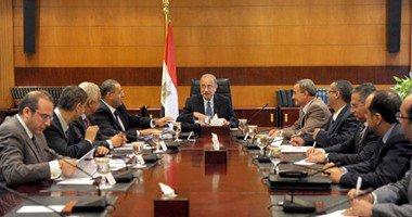 رئيس الوزراء يوجه بإعداد تقرير عن تفاهمات المؤتمر الاقتصادى لتحويلها لعقود