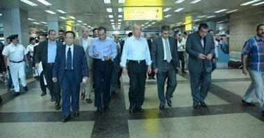 وزير الطيران يتفقد المطار استعدادًا لموسم الإجازات وعودة الحجاج