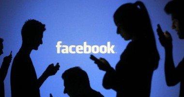 دراسة تحذر.. 300 صديق على الفيسبوك ممكن يغيروا هرموناتك