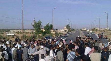 """الأمن يقنع أهالي دمياط بإعادة فتح طريق """"رأس البر"""" بعد قطعه"""