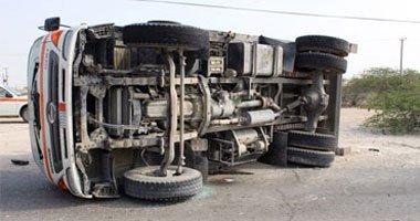 وفاة 4 وإصابة 10 فى حادث انقلاب سيارة على طريق سوهاج البحر الأحمر