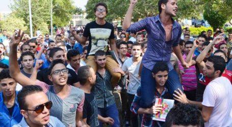 وقفة احتجاجية لأولياء أمور طلاب الثانوية العامة المتقدمين لكلية التمريض