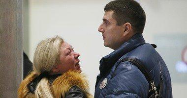 بالفيديو.. أهالي ضحايا الطائرة الروسية يستعلمون عن ذويهم بمطار بطرسبرج