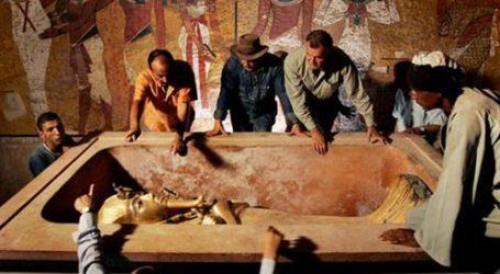 الإندبندنت: اكتشاف مقبرة الملكة نفرتيتي يعزز صناعة السياحة المصرية