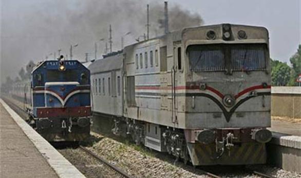 راكب يسب مساعد سائق قطار بحلوان.. وشرطة المحطة ترفض تحرير محضر