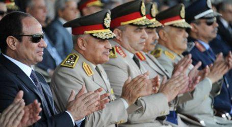 الرئيس السيسي يصل الكلية الحربية للاحتفال بالذكرى الـ 42 لنصر أكتوبر