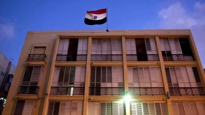 السفارة المصرية بالكويت تقدم العزاء لأسرة مواطن قتل في مشاجرة بالكويت