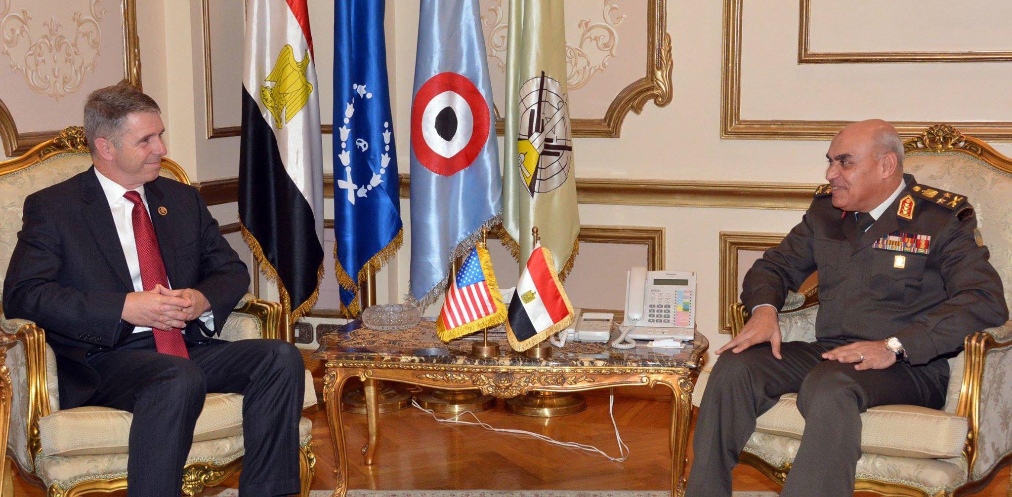 وزير الدفاع يبحث مع وفد مجلس النواب الأمريكى جهود الحرب ضد الإرهاب