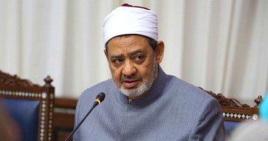 شيخ الأزهر يدلى بصوته فى انتخابات البرلمان بمقر لجنته فى مصر الجديدة