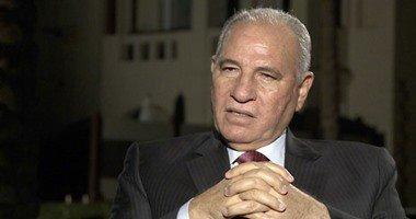 أحمد الزند يصل لجنة مدرسة إبراهيم الرفاعى بالقاهرة الجديدة للإدلاء بصوته