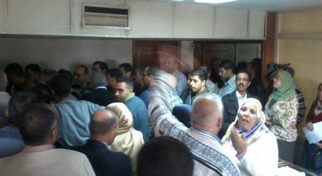 وقفة احتجاجية لعاملين بالنقل النهري بعد خضوعهم لـ«الخدمة المدنية»