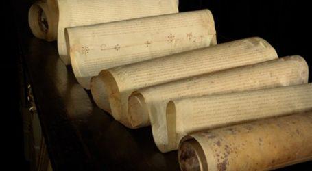 علماء يفحصون بردية مصرية ترجع إلى 2300 عام في ألمانيا