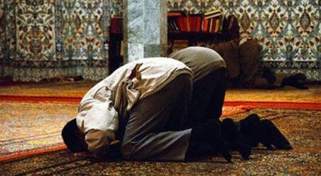 البحوث الإسلامية يوضح حكم الصلاة بملابس عليها «طين» ناتج عن الأمطار