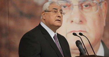 عدلى منصور لنوابه بالمحكمة الدستورية عن تعيينه بالبرلمان: ربنا يسهل
