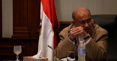رئيس الحكومة يتابع مع وزير البترول الرد على إلزام مصر بدفع تعويض لإسرائيل