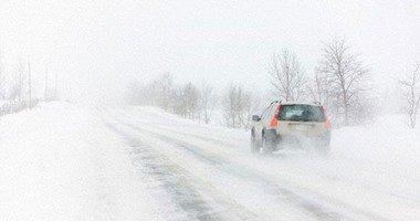 """علماء يبتكرون """"أسفلت"""" متطورًا يمكنه إزالة الجليد تلقائيًا لحماية السائقين"""