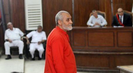 تأجيل محاكمة بديع و104 آخرين في «أحداث الإسماعيلية» للثلاثاء لرد المحكمة