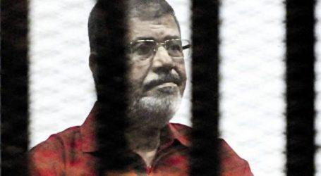 """تأجيل محاكمة """"مرسى"""" و10 آخرين بـ""""التخابر مع قطر"""" للغد لمرافعة الدفاع"""