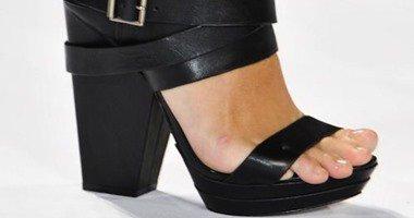 """جرايم الموضة .. 5 موديلات أحذية لا تصلح للقصيرات """"تجنبيها"""""""