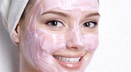 استعملي هذه الخلطة الطبيعية لتقشير بشرة الوجه