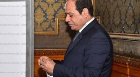 """الرئيس السيسي يغادر """"مصر الجديدة"""" بعد الإدلاء بصوته في """"النموذجية بنات"""""""