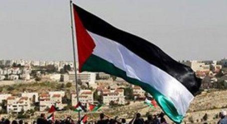 مئات الفلسطينيين يتظاهرون ضد حماس أمام بوابة معبر رفح