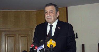 وصول عصام شرف و أحمد أبو الغيط ووزير الكهرباء لحضور عزاء إبراهيم بدران