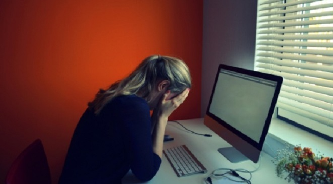 صحيفة الجارديان: 50% من الفتيات معرضات للتحرش والابتزاز على مواقع التواصل