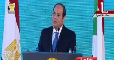 السيسى يداعب الحاضرين باحتفال الأسرة المصرية: بحبكم بس هتنزلوا الانتخابات