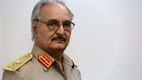 مصادر ليبية: حفتر يصل إلى القاهرة لإجراء مباحثات مع مسئولين مصريين