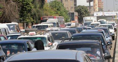 النشرة المرورية.. كثافات متحركة بمحاور القاهرة والجيزة مع دخول الطلاب المدارس