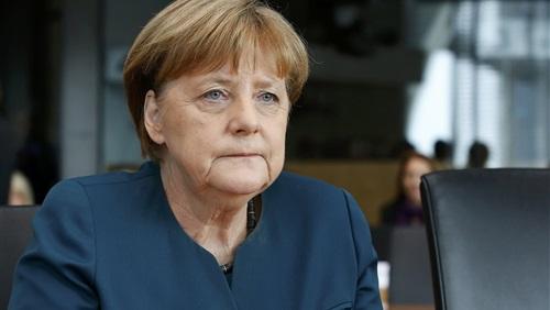 ميركل تحذر من هجرة الشركات لألمانيا بسبب نقص العمالة الماهرة