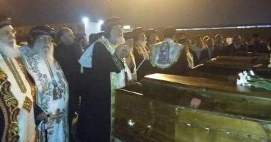 البابا تواضروس يرأس صلوات تجنيز رفات شهداء الأقباط بمطار القاهرة