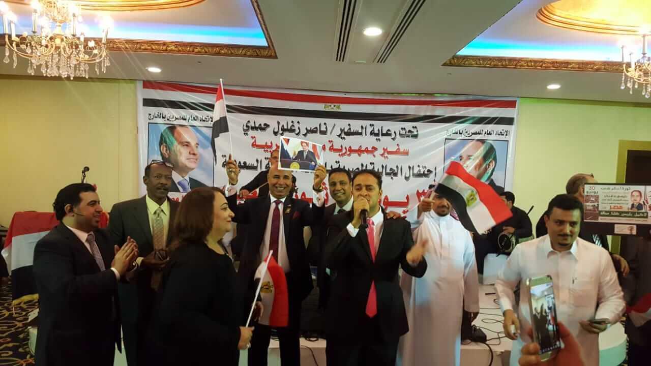 بالصور.. الجالية المصرية بالسعودية تحتفل بالذكرى الخامسة لثورة 30 يونيو