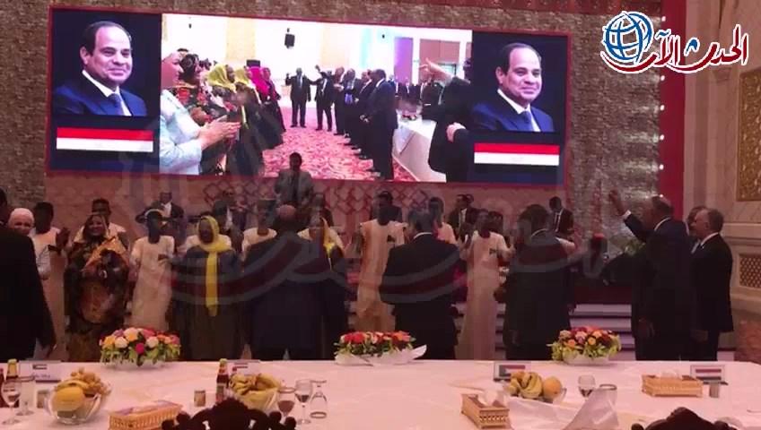 بالفيديو…تأكيداً على عمق العلاقات المصرية-السودانية… السيسي والبشير يرقصان على أنغام الأغاني السودانية