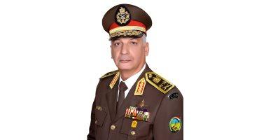 وزير الدفاع يعود للقاهرة بعد زيارة للسودان التقى خلالها الرئيس عمر البشير