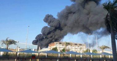 نشوب حريق هائل بمصنع للملابس الجاهزة فى مدينة العاشر من رمضان