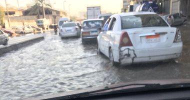 انفجار ماسورة مياه بالمهندسين والدفع بسيارة شفط لتسيير حركة المرور