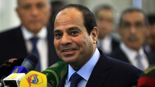السيسي يشاهد فيلما تسجيليا عن مراحل إنتاج الأسمنت