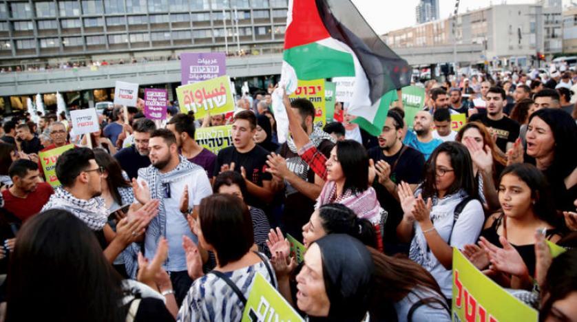 مشروع قانون إسرائيلي يفرض حكماً بالسجن على كل من يرفع علم فلسطين