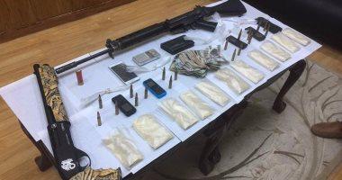 ضبط 8 أسلحة آلية و13 قضية مخدرات فى حملة على قرية مزغونة بالبدرشين