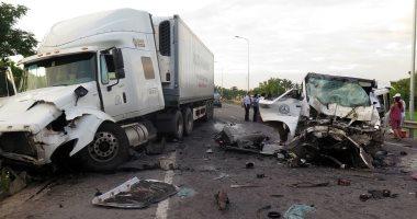 توقف حركة المرور بسبب حادث تصادم أتوبيس وسيارتين أعلى محور 26 يوليو