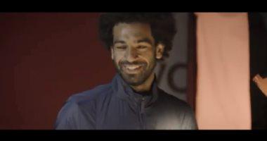 محمد صلاح يتصدر نجوم ليفربول لعرض ملابس الريدز للموسم الجديد