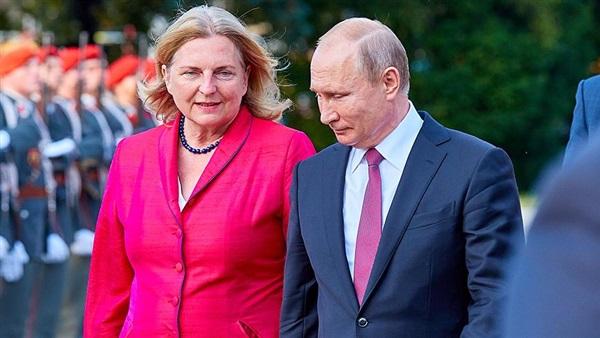 القوات الخاصة تؤمن زفاف وزيرة نمساوية بحضور بوتين