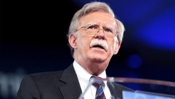 مستشار ترامب: على الاتحاد الأوروبي أن يختار بين إيران والولايات المتحدة