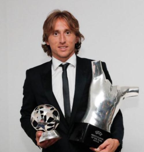 أول تعليق لـ«مودريتش» بعد فوزه بجائزة أفضل لاعب في أوروبا