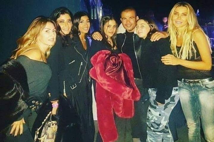 دينا الشربيني مع عمرو دياب في لندن